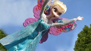 ELSA is FLYING! She got WINGS ! Gift from princess Kara