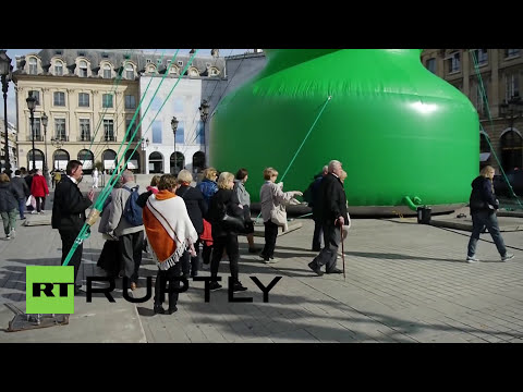 France: Butt plug or Christmas tree? Judge Paris's sexy sculpture for yourself