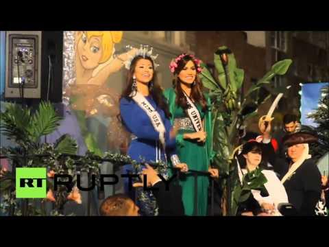 Miss Universe 2013, Gabriela Isler y Miss USA 2014,Nia Sanchez en el Desfile de Halloween en NY