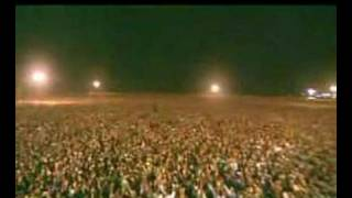 Watch a MILLION people worshiping JESUS together!!! POWERFUL!!!