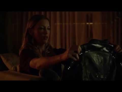 Arrow 3x02 - Laurel Lance and Sara's stuffed shark