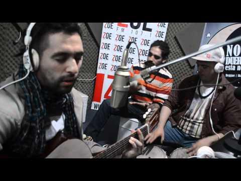 ANTAIANGANA Vivo en Radio Zoe ---ph Fabian De Vita---