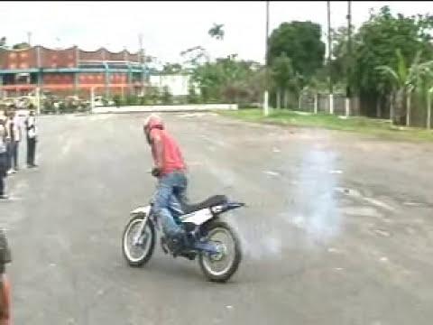 CANGUROS, GUILLOTINAS Y TRUCOS EN MOTO XTREM 2