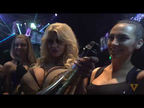 Популярный флешмоб Mannequin Challenge добрался до стрип-клуба Лас-Вегаса