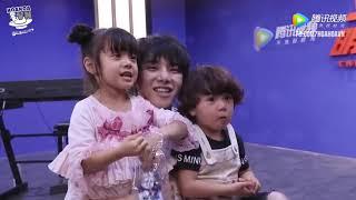 [Vietsub] Hai bảo bối -Baby Let me go- đến hậu trường Minh Nhật thăm Hoa Hoa