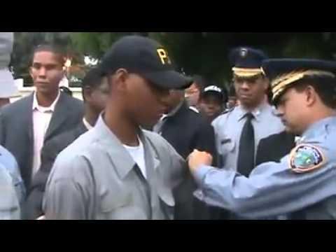 Destitución de policías corruptos al Escarnio Publico en República Dominicana