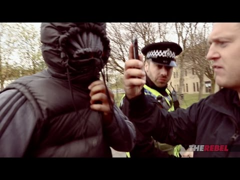 Tommy Robinson vs. alleged Muslim rape gang at courthouse