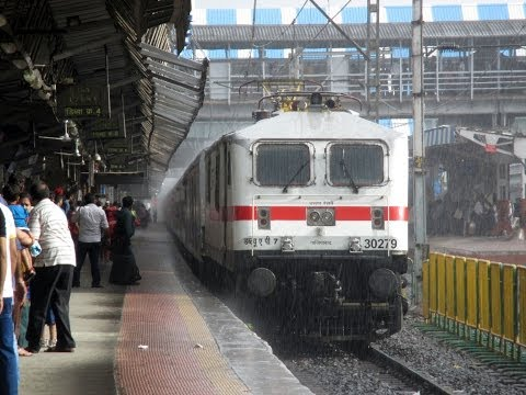 Sexy Wet Wap 7 Departs With King Of All Rajdhanis!! video