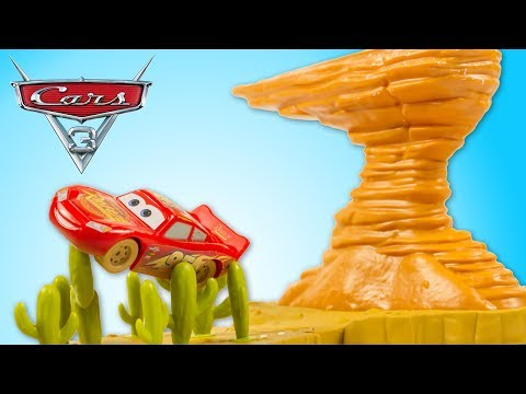 Disney Cars 3 Willy's Butte Transforming Track Set 3 in 1 Lightning McQueen Toy Review