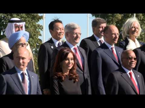 Stephen Harper mingles with leaders at the G-20 Summit