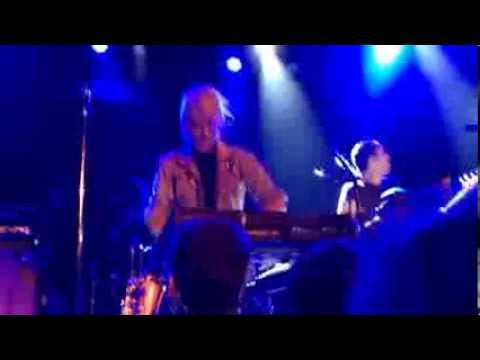 metric - patriarch on a vespa / handshakes mash up [live]