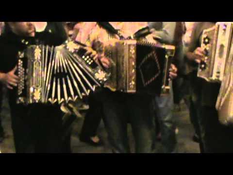 Asim se danza um vira no sao Bartolomeu 2011 grandes tocadores
