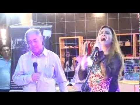 Sarah Farias com Mario Sores. Santifica me