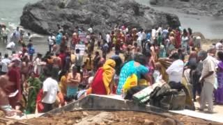 Godavari Pushkaralu 2015 bathing at Domchanda village videos