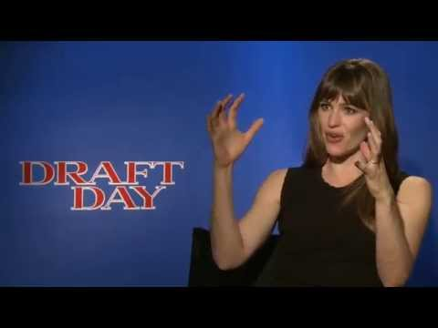 Jennifer Garner on authenticity and filming at the Browns facility for 'Draft Day'