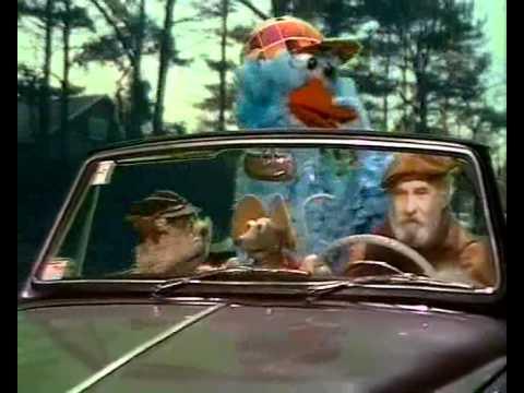 Sesamstraat is jarig - Slapen in de auto