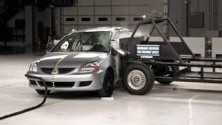 2005 Mitsubishi Lancer side IIHS crash test