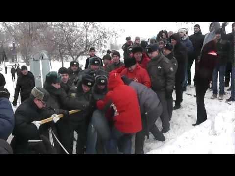 Милиция защищает чучело главного жулика и вора)))