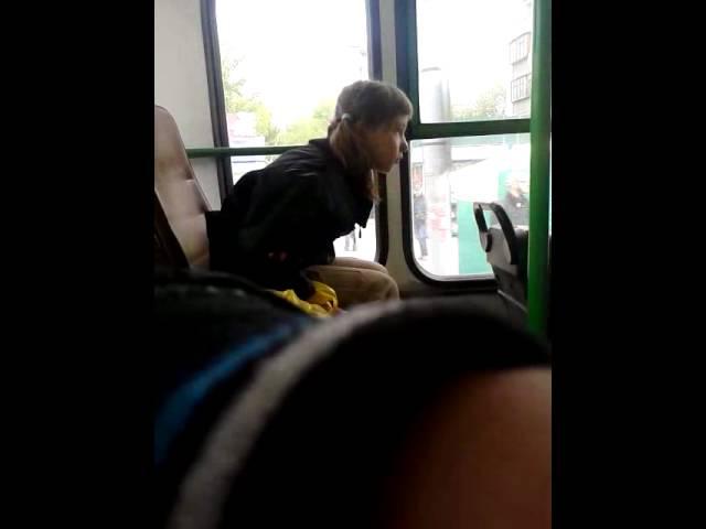 Фетишист пристал в автобусе к женщине в колготках. девушку колбасит. Злоде