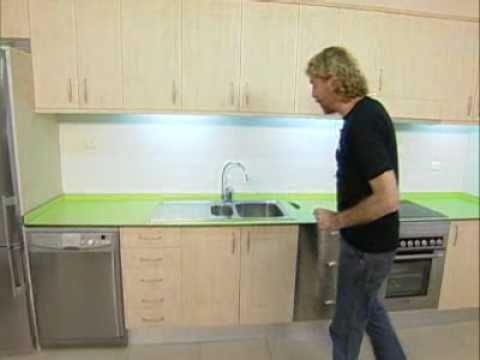 Bricoman a nueva encimera de cocina youtube for Colores de granito para encimeras