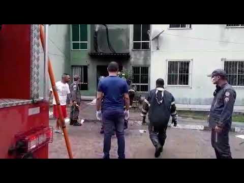 Resgate de cachorro no incêndio no residencial Iguatemi I na Mangabeira