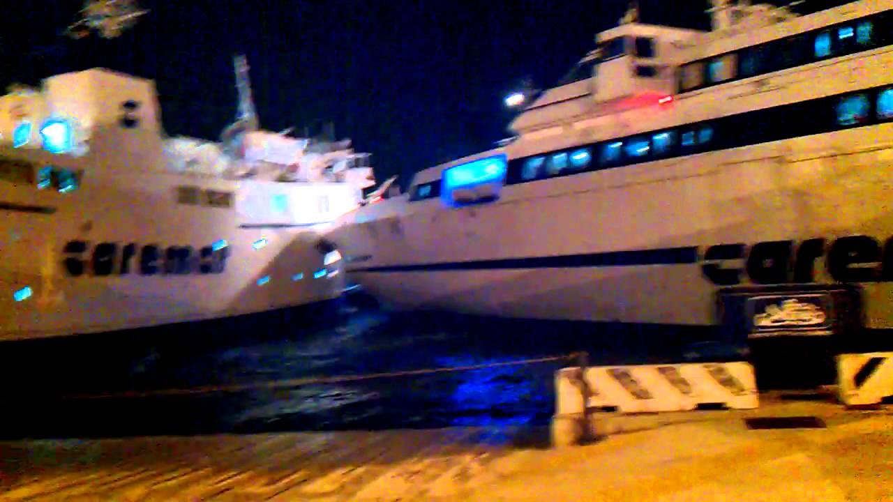 Collisione traghetti caremar napoli porta di massa 23 - Porta di massa napoli ...