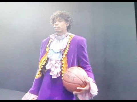 David Chappelle makes fun of Prince playing basketball. Prince dedication RIP