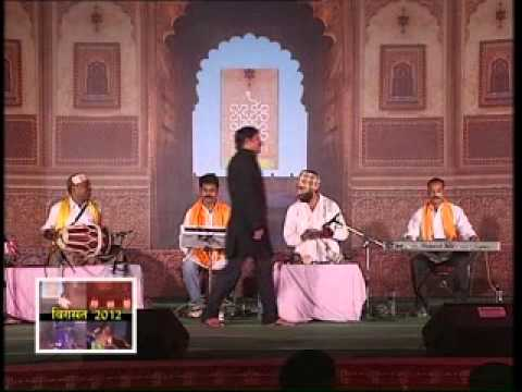 Bhojpuri Folk Songs by Manoj Tiwari & Group in Virasat 2012...