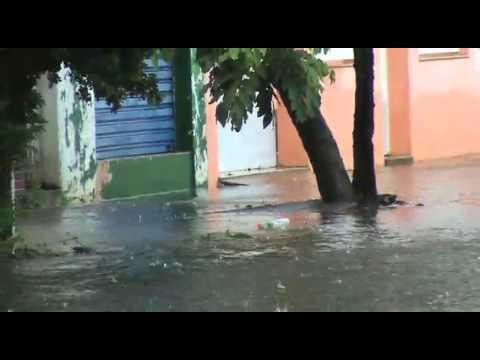 Chuva alaga Rua 30 de novembro