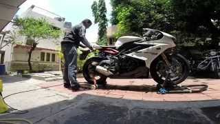 Triumph Daytona 675R - Washing, Cleaning and Polishing