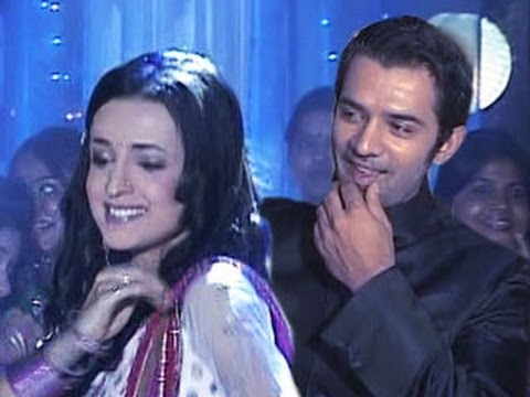 Arnav & Khushi's ROMANTIC DANCE TOGETHER in Iss Pyaar Ko Kya Naam Doon 1st May 2012