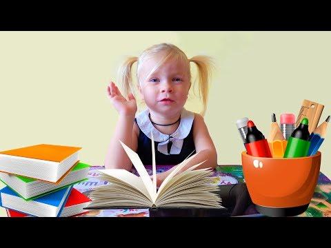 София играет в школу. УХАЖИВАЕТ ЗА ЖИВОТНЫМИ и ИГРАЕТ на БАРАБАНЕ. Софунья ШАЛУНЬЯ