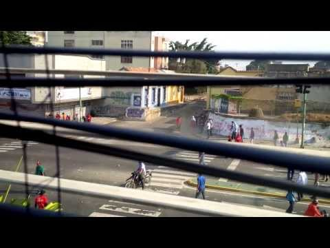 Pistoleros de las UBCH de Ameliach disparando en Av. Cedeño de Valencia - Carabobo - Venezuela