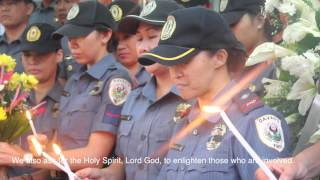Davao Police Officers pray for the 44 fallen PNP-SAF commandos