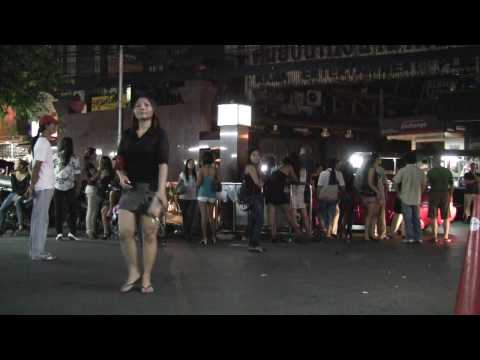 Nana hotel parking prostitution girl wait for men Bangkok ナナホテル駐車場