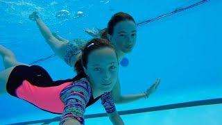 Carla Underwater - Swiming underwater with my best friend