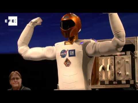 Cientistas da Nasa apresentam robô criado para ajudar astronautas.
