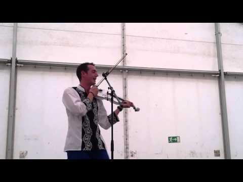 Matyi és A Hegedűs - Mert A Nézését Meg A Járását
