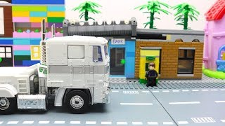 Transformers Robot Stop motion with LEGO Invisible Bank Robbery Tunnel!