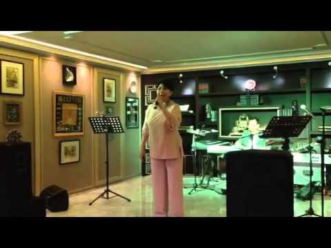 Titiek Puspa - Jatuh Cinta (Dangdut Live)