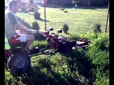 mf 70 traktorek ciągniczek dzik  koszenie trawy
