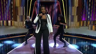 Baixar Iza faz balanço de 2017 e solta a voz no palco