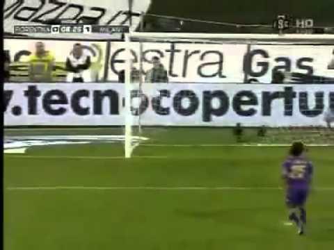 Fiorentina 0-1 AC Milan  Seedorf AMAZING GOAL 10-04-11 2011