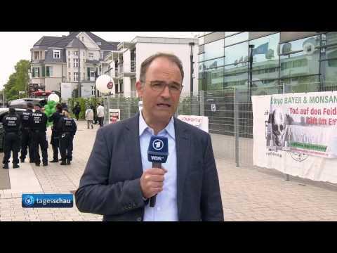 Stop BAYER/Monsanto! Protest in Bonn am 28. April 2017 vor BAYER-Hauptversammlung in Tagesschau