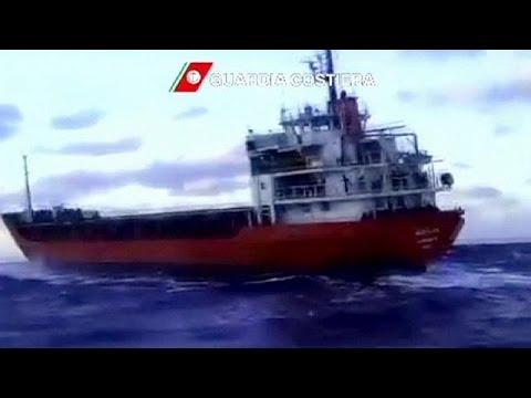 إنقاذ حوالي 700 مهاجر غير شرعي من طرف البحرية الإيطالية