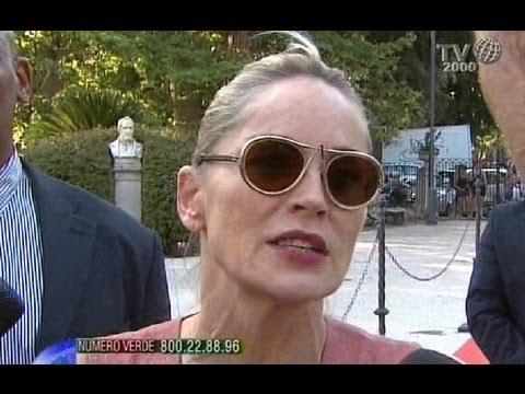 """""""Questo nuovo Papa ci risveglia"""". Il pensiero di Sharon Stone su Papa Francesco"""
