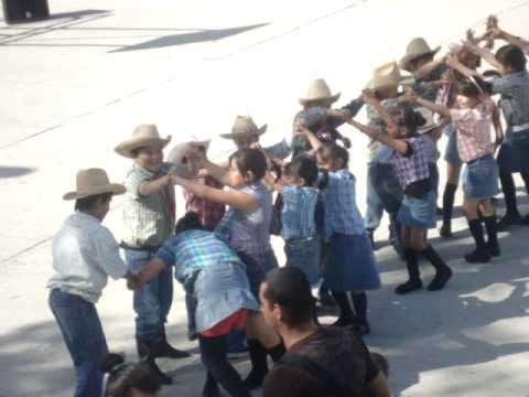 "Bailable.. ""Evangelina"" por niños de 2do A"