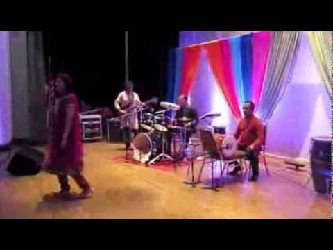 Dekha Jo Tujhe Yaar Dil Mein Baji Guitar - Live Indian Bollywood...