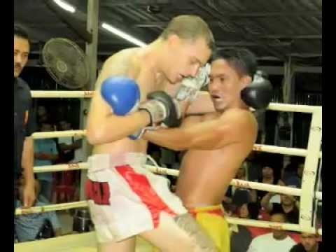 Jonny Betts (Tiger Muay Thai) defeats Phuket Muay Thai Trainer part 2