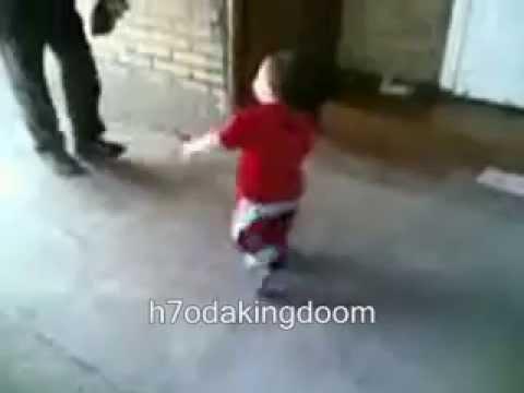 رقص شعبى لطفل روعه thumbnail